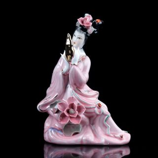 Chinese Famille Rose Porcelain Hand Painted Gril Statue D684 photo