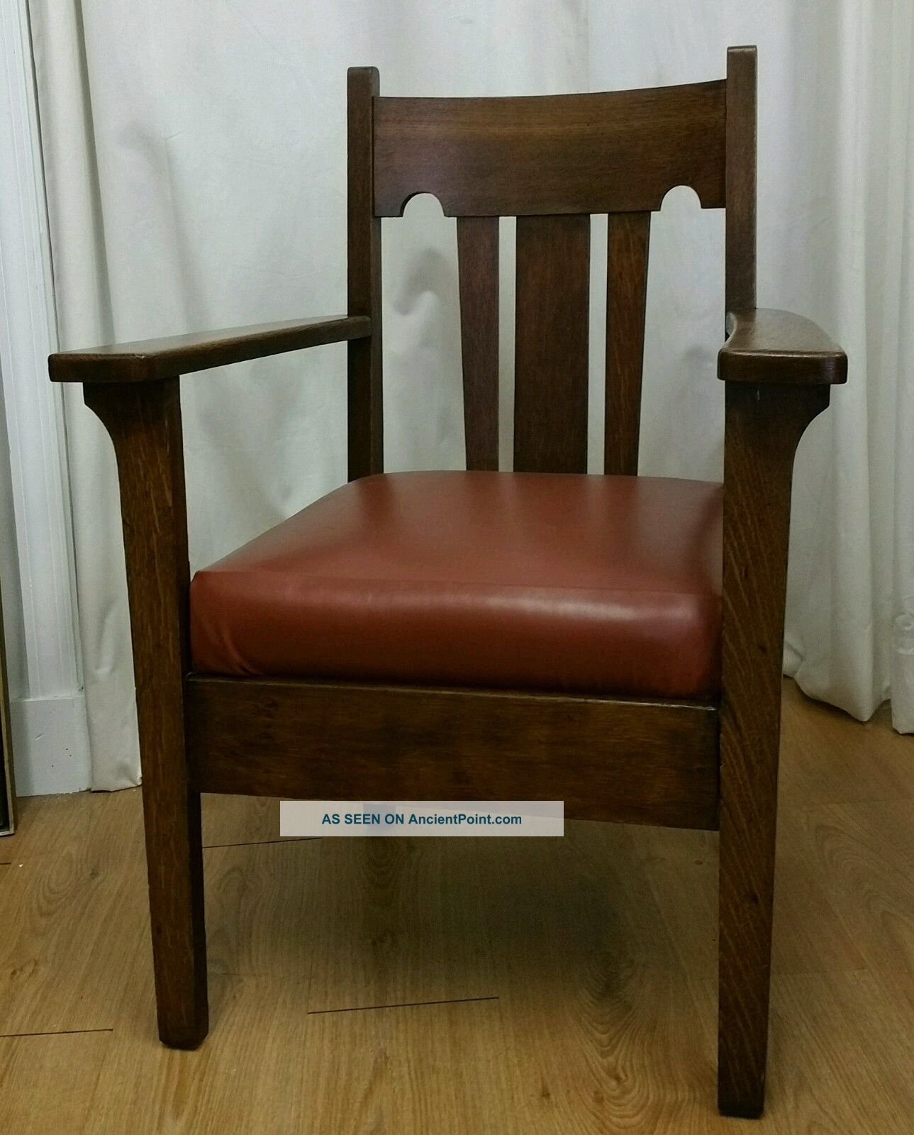 Antique Tiger Oak Mission Style Wood Arm Chair. Early 1900s. Very . Full resolution  photograph, nominally Width 1289 Height 1600 pixels, photograph with #32210C.
