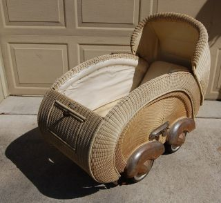 Vintage Cream Wicker Baby Stroller Buggy With Metal Fenders,  Spring Suspension photo