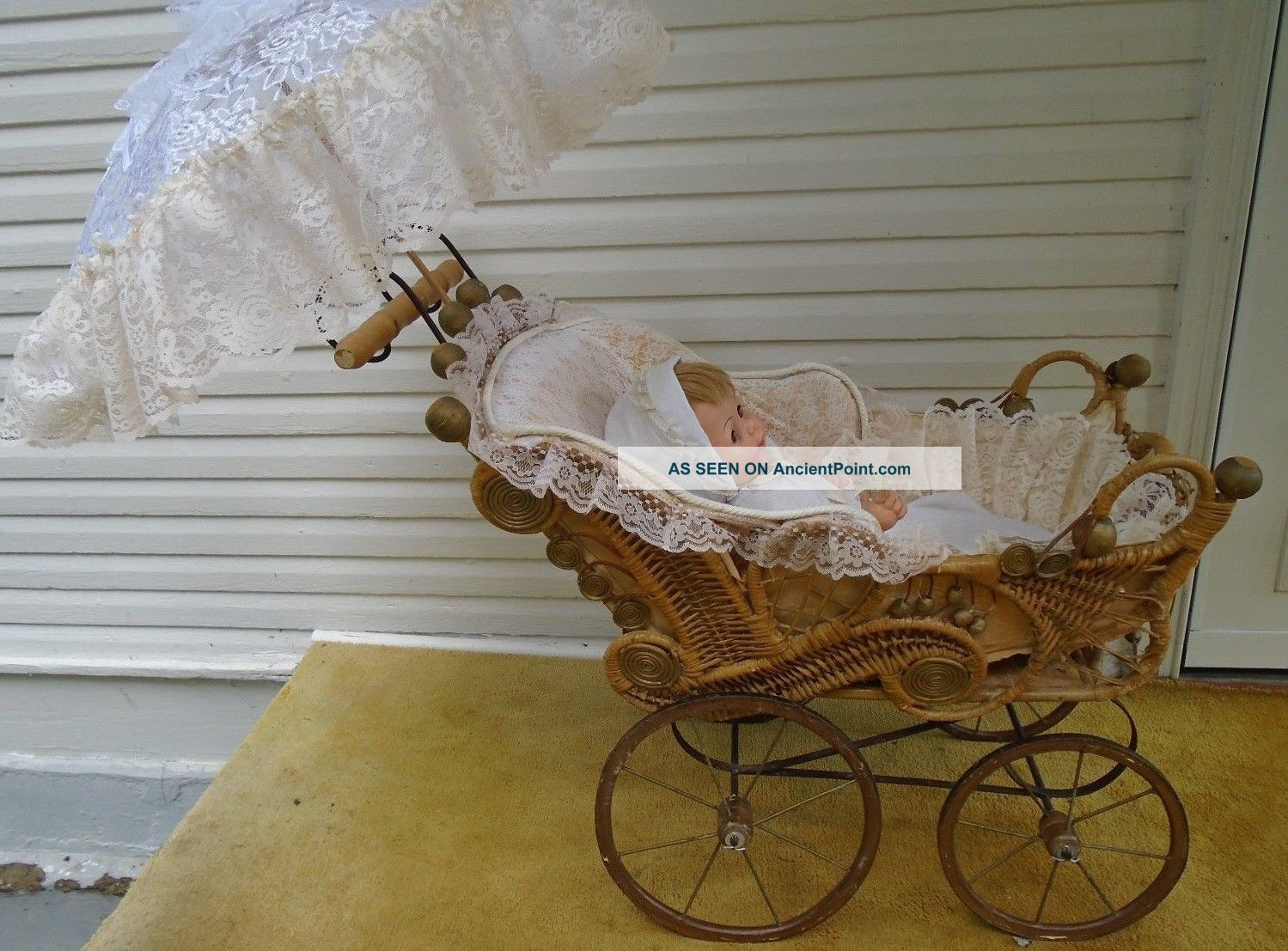 Vintage Wicker Large Doll Carriage 1930 ' S Good Condtion Baby Carriages & Buggies photo