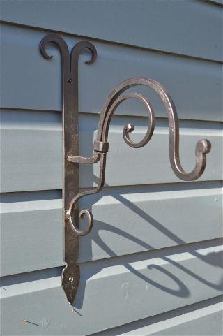 Handmade Wrought Iron Curled Top Hanging Basket Wall Bracket Ctwb photo