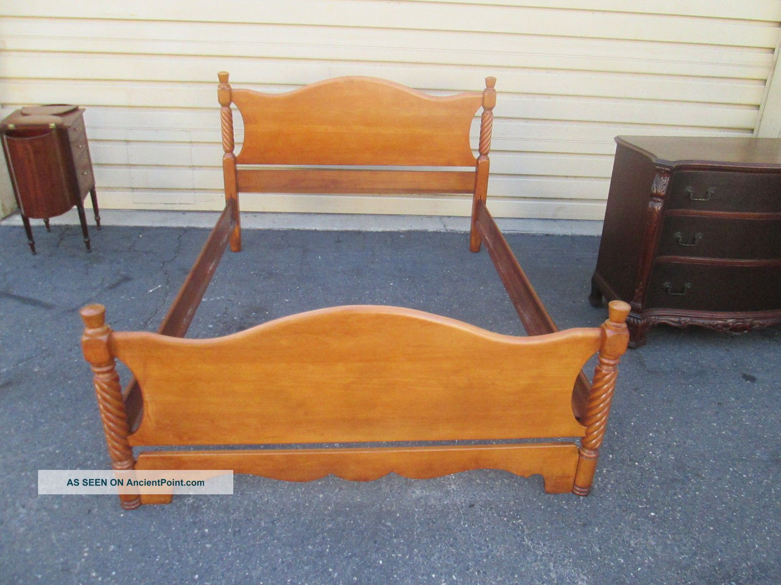 57435 Solid Maple Full Size Bed W/ Wood Rails Post-1950 photo
