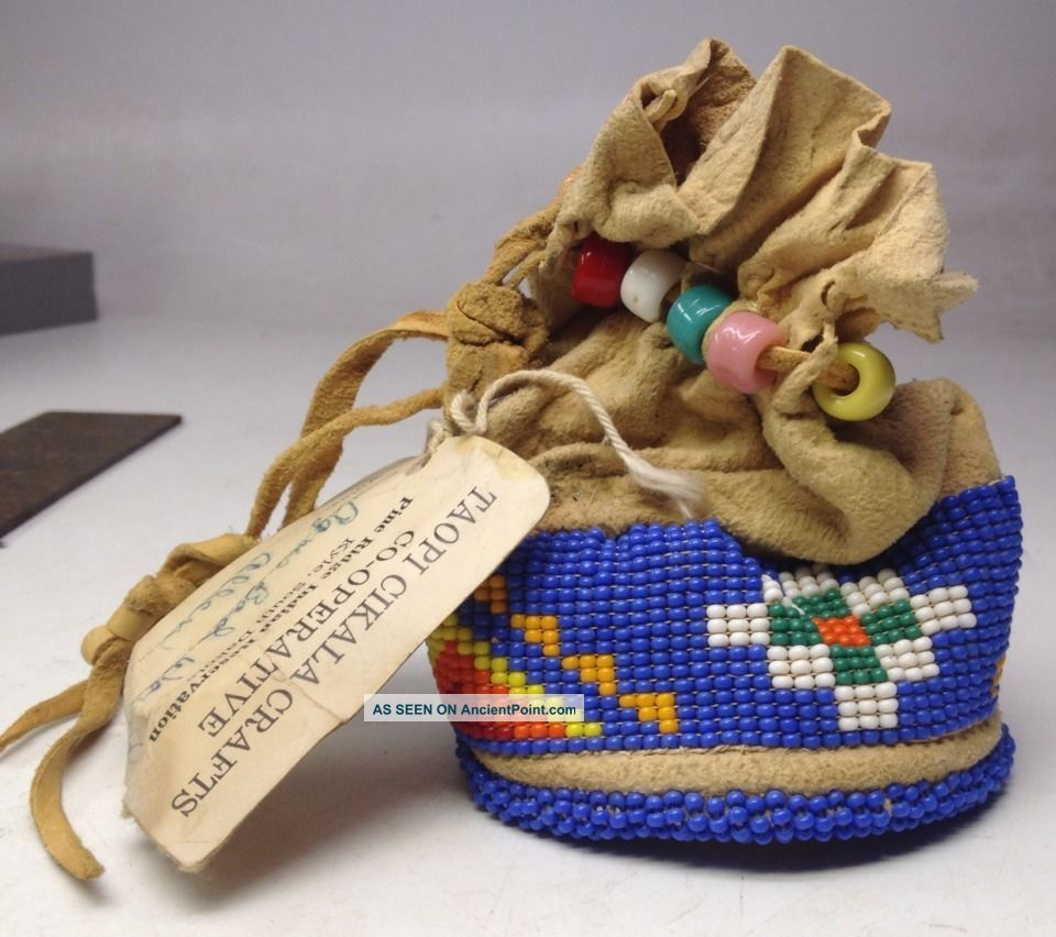 Signed Ca.  1950 ' S Dakota Indian Reserv.  Hide Pouch W/ Beadwork By Agnes Bad Wound Native American photo