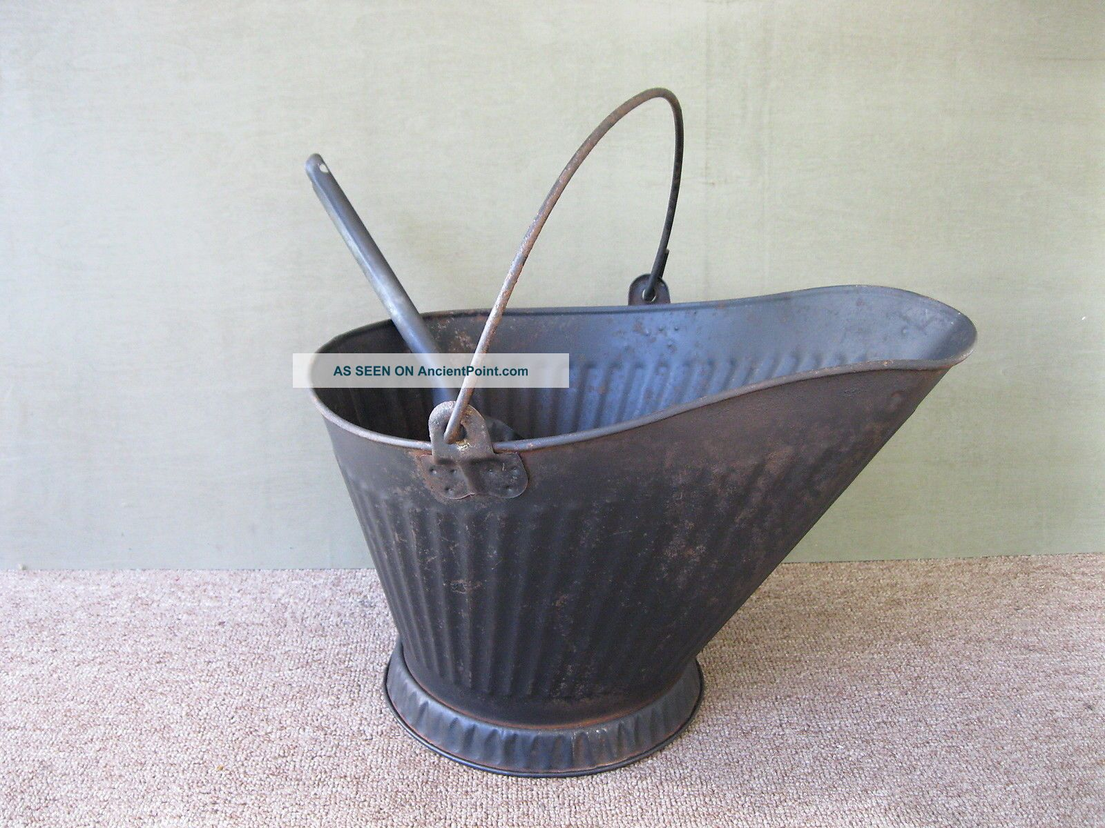 Antique Coal Scuttle Hod Bucket Primitive 17 Metal Ash Shovel Bail Handle Hearth Ware photo