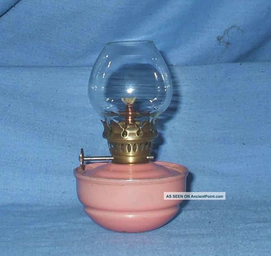 Vintage Small Pink Kelly / Pixie / Nursery Oil Lamp 20th Century photo