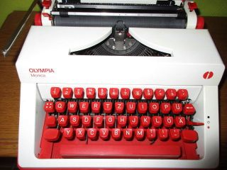 Rare Red & White Olympia Monica Typewriter 70s Ultrarare Serie Rockabilly Bitone photo
