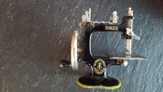 1920 ' S Singer No 20 Child ' S Sewing Machine photo