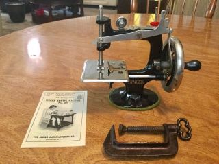 Rare 1922 Antique Vintage 3rd Singer 20 Small Child Toy Sewing Machine photo