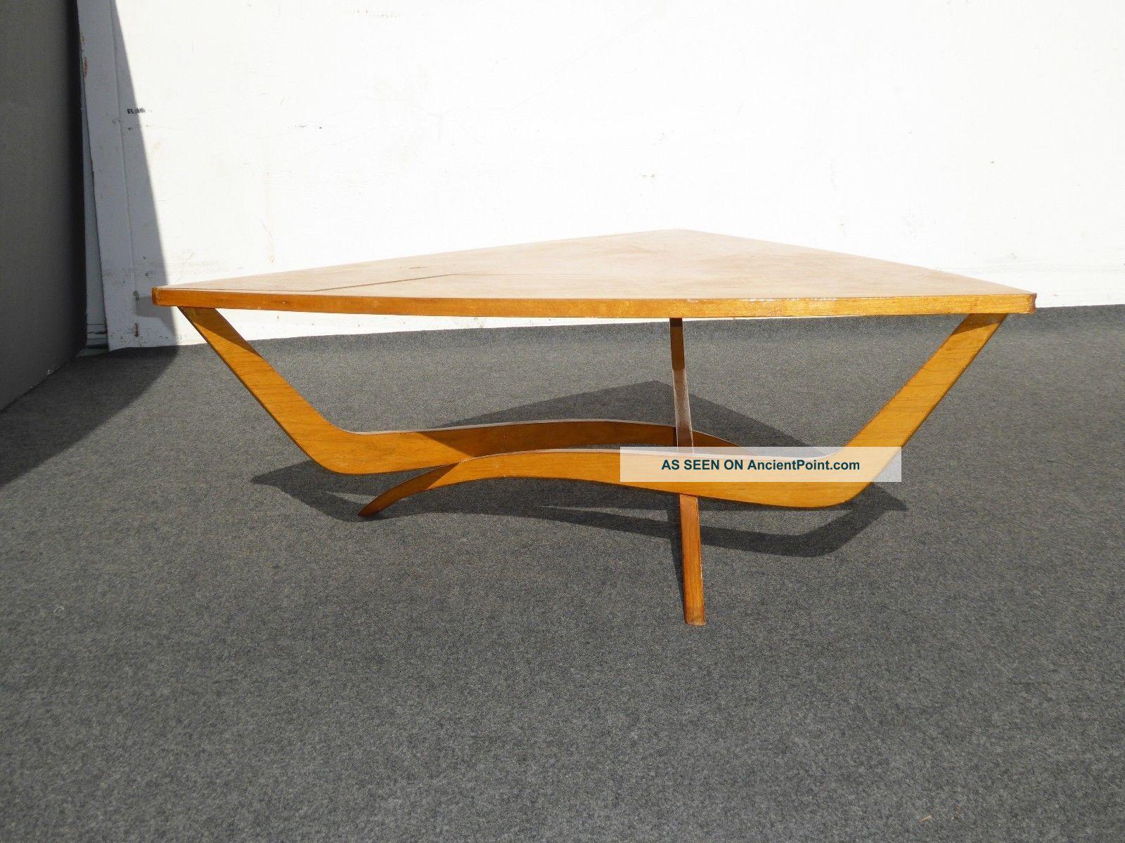 table basse vintage triangle. Black Bedroom Furniture Sets. Home Design Ideas