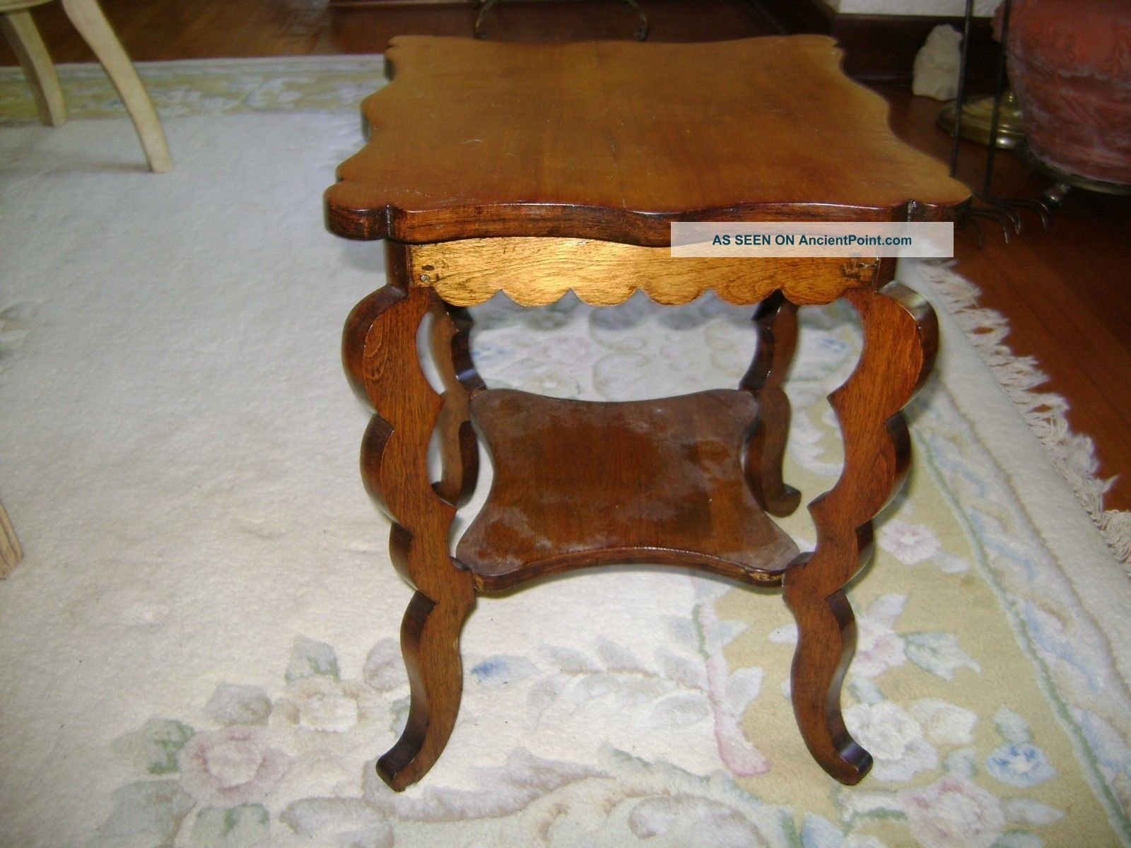 Small Vintage Medium Tone Wood End Side Table Display Stand W/shelf Curvy Legs Unknown photo