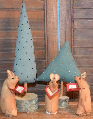 Primitive 3 Mice Singing Christmas Carols 2 Pine Trees Gathering photo