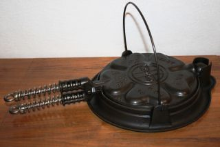 Griswold Erie Cast Iron 18 928 Heart Star Waffle Iron W/ Base photo