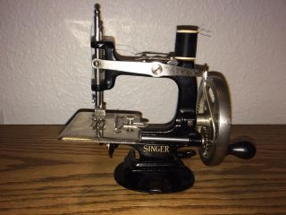 4 - Spoke 1910s Childs 20 Singer Sewing Machine Toy Hand Crank photo