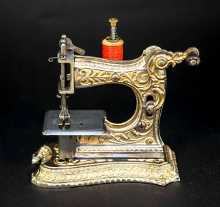 Rare Antique Müller 6 Toy Sewing Machine - photo