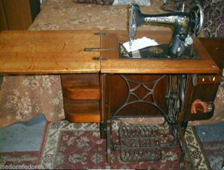 Antique Treadle Sewing Machine Arts & Crafts Oak Parlor Cabinet The Vg 1913 photo