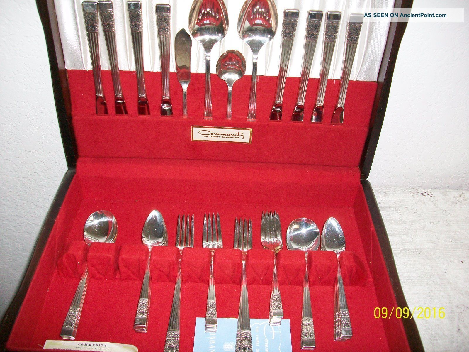 Oneida Coronation 52 Pc Community Plate Silverware Svc 8 Flatware & Silverware photo