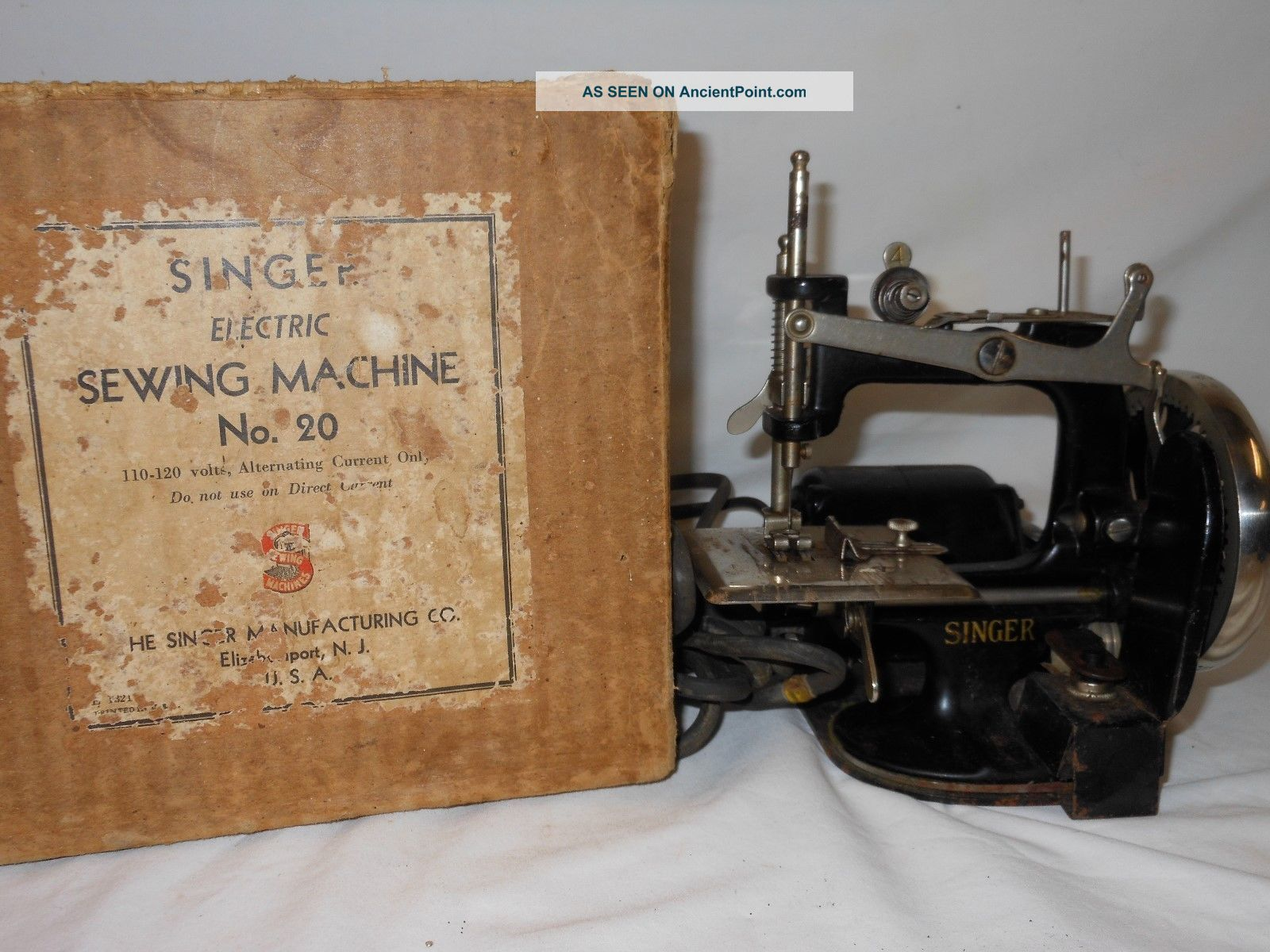 1920s Singer Miniature Sewing Machine Electric Toy Child Size No.  20 Sewing Machines photo