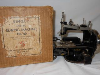 1920s Singer Miniature Sewing Machine Electric Toy Child Size No.  20 photo