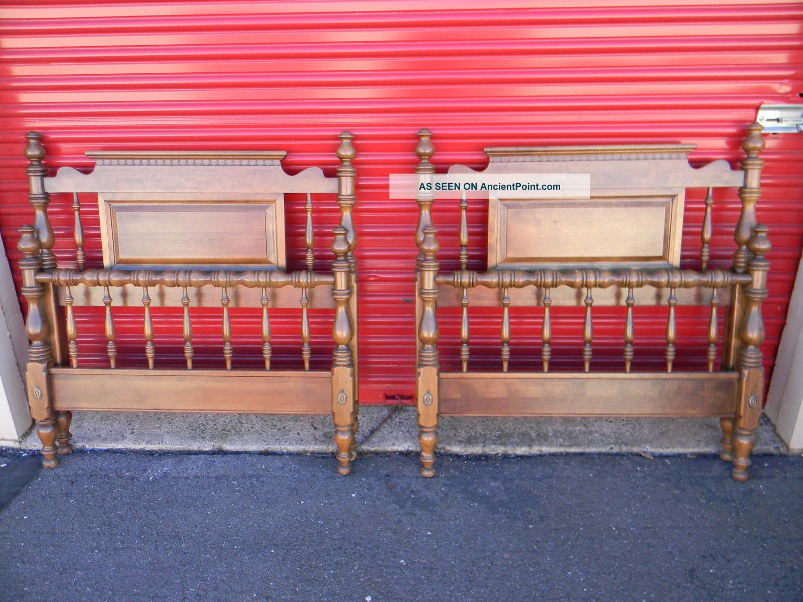 Ethan Allen - American Traditions Twin Beds (pair) Post-1950 photo