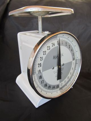 Vintage Hanson White Kitchen Farm Scale,  1371,  Chrome Top,  25 Lb photo