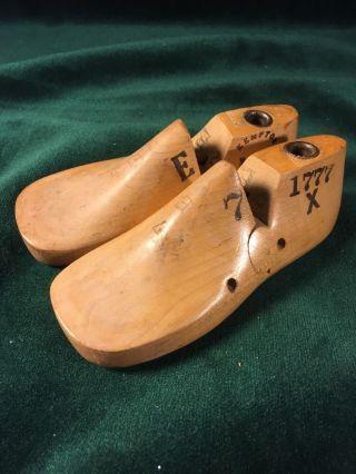 Pair Vintage Wood Infant Child ' S Size 7 E Shoe Factory Industrial Mold Last photo