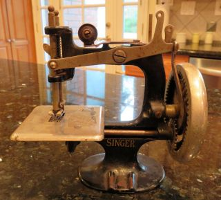 Singer Child ' S Children ' S Toy Sewing Machine Model 20 8 - Spoke Hand Crank photo