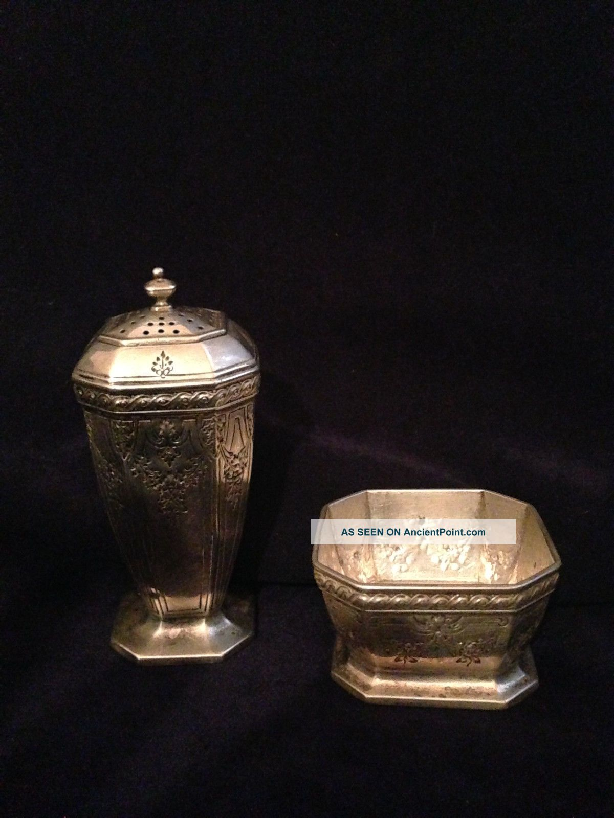 Durgin Fairfax 4 - B Engraved Salt Dish And Pepper Shaker Bowls photo