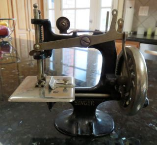 Singer Child ' S Children ' S Toy Sewing Machine Model 20 8 - Spoke Hand Crank photo