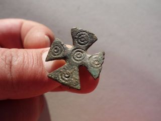 Ancient Roman Bronze Brooch,  Displaying A Cross With Carved Ring - Decoration photo