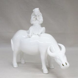 G166: Chinese White Porcelain Oxen Statue Of Appropriate Tone And Good Work photo