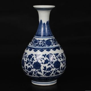 Delicate Chinese Blue And White Porcelain Handmade Flower Vase photo