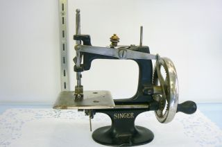 4 - Spoke 1910 Singer Child ' S 20 Sewing Machine Hand Crank Cast Iron Chain Stitch photo