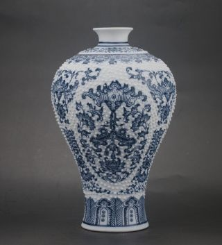 Chinese Jingdezhen Blue & White Porcelain Painted Flower Vase photo