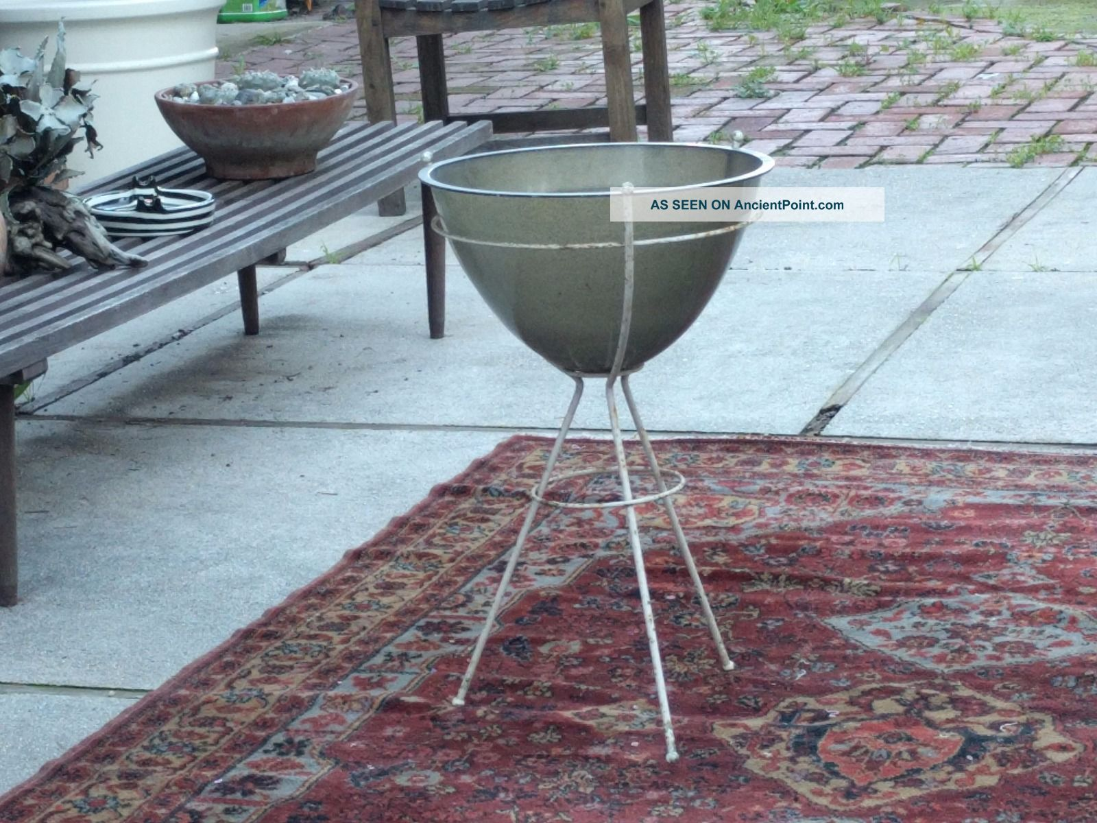 Picture of: Vintage Mid Century Modern Bullet Planter Kimball Fiberglass Metal Plant Stand