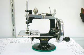 Vintage Singer 20 7 Spoke Hand Crank Child ' S Sewing Machine U.  S.  A. photo