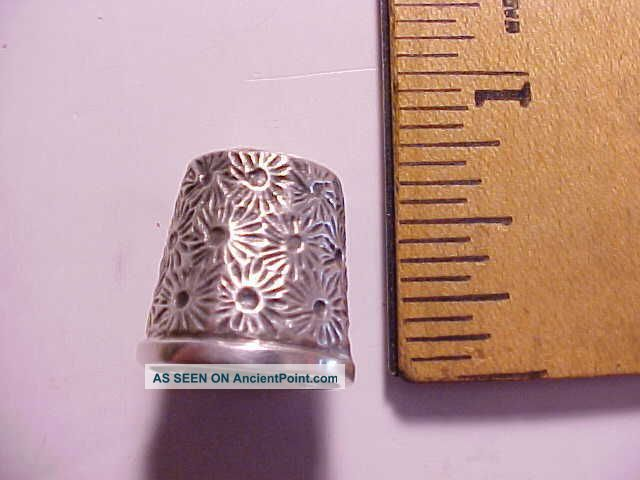 Antique Coin Silver Short Thimble With Spider Web Design Vg, Thimbles photo