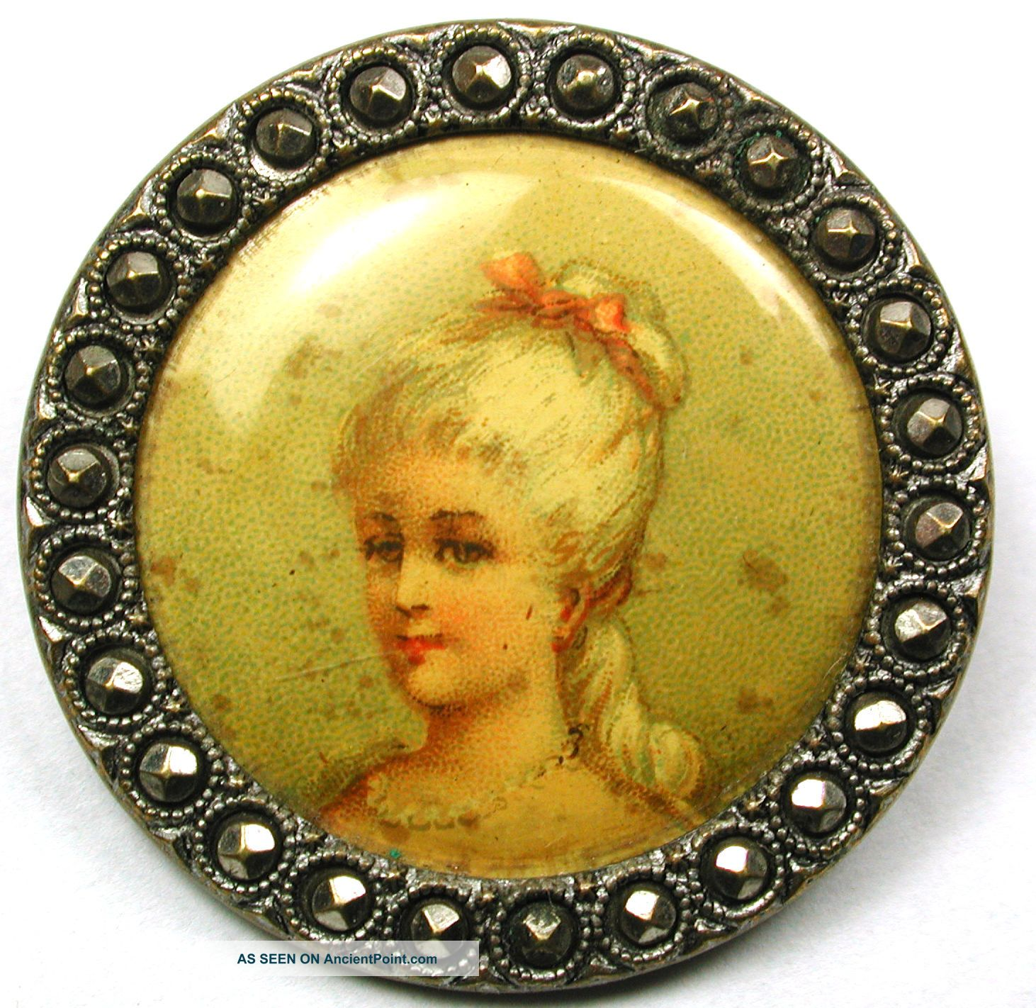 Lg Sz Antique Lithograph Button Pretty Young Woman Design 1 & 1/4