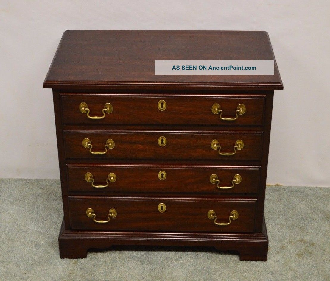 Henkel Harris Solid Mahogany Stand Chest End Table Nightstand (b) Post-1950 photo