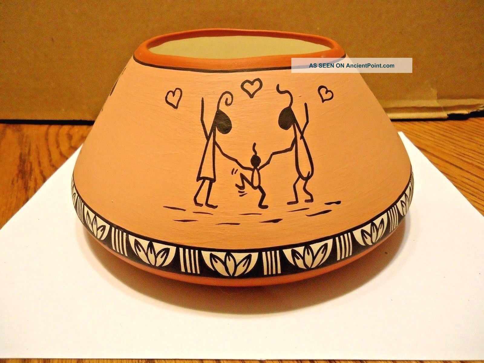 Native American Jemez Pueblo Storyteller Pot By Patricia Jones.  Signed Native American photo