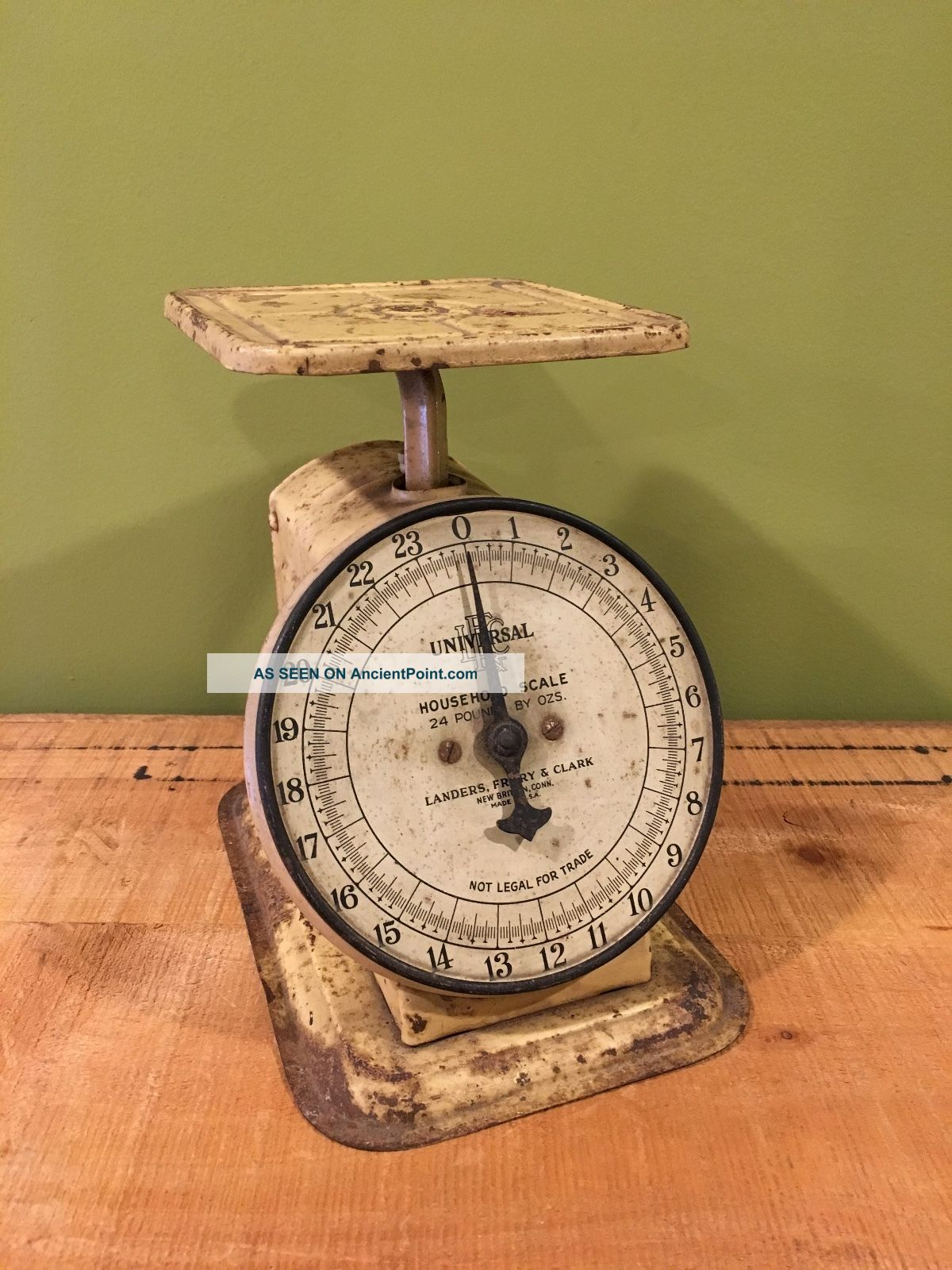 Vintage Universal Landers,  Frary & Clark,  24 Pounds Capacity Scale Farm House Scales photo