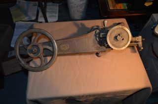 Old Vtg.  Singer 1318 Hand Crank Leather Sewing Machine Industrial photo