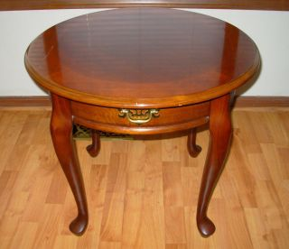 Vintage - Cherry Wood Queen Anne Round Side / End Lamp Table Furniture photo