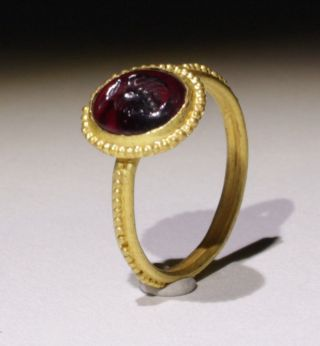 Lovely Ancient Roman Gold Intaglio Ring - Circa 2nd - 3rd Century Ad photo