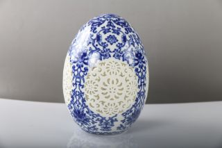 Rare Collectibles Carving Hollow Egg Type Blue And White Porcelain Vase J540 photo