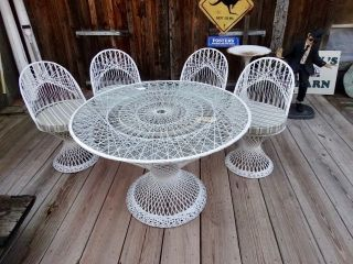 Midcentury Modern Russell Woodard Spun Fiberglass Patio Table With 4 Chairs photo
