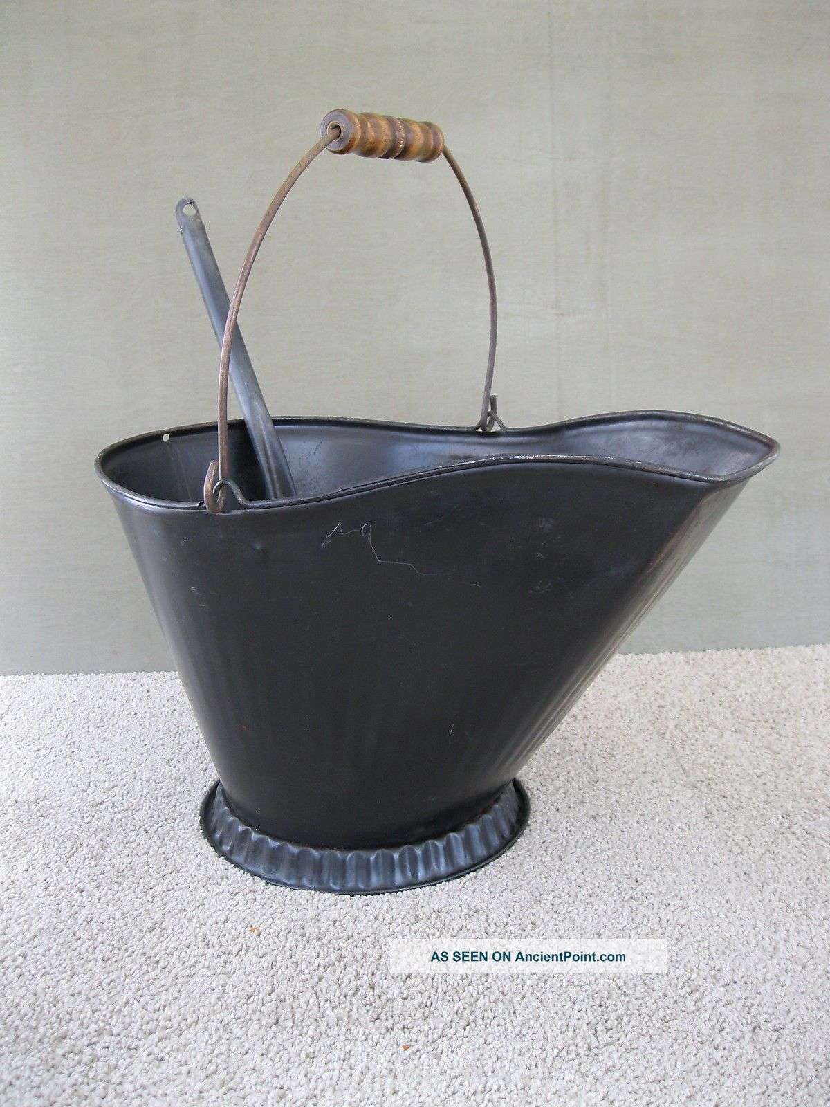Antique Coal Scuttle Hod Bucket,  Primitive 17 Metal Ash Shovel Bail Handle Hearth Ware photo