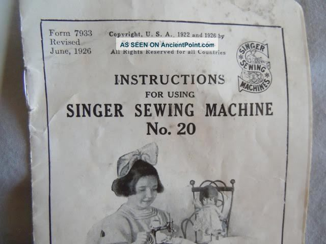 Collectible Antique Singer Mini Child Sewing Machine 1926 Case Hand Crank 20 Sewing Machines photo