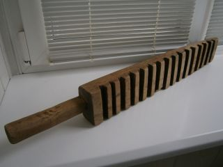 Vintage Hand Carved Ridged Wood Washboard Laundry Stick Clothes Washing Tool 28