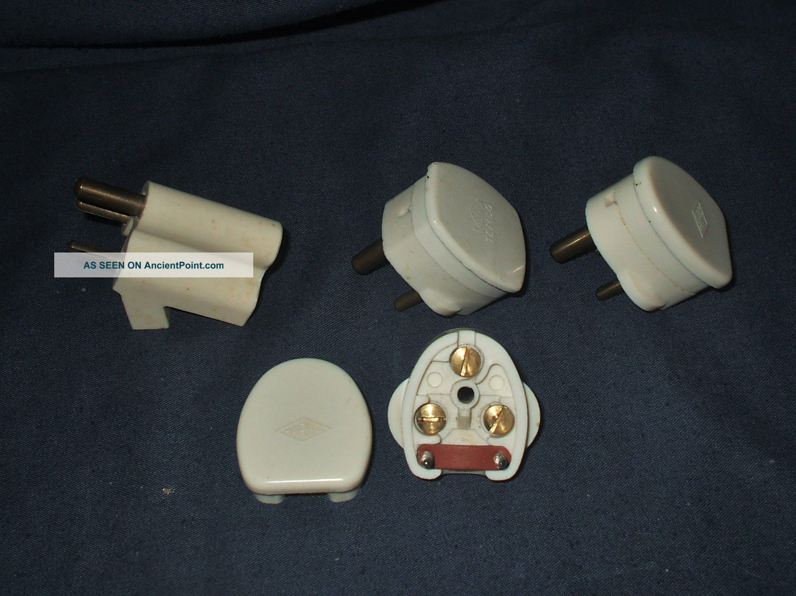 3 Vintage 2 Amp Plugs & A 2 Way Adaptor Light Switches photo