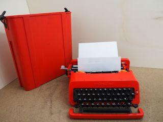 Vintage Typewriter Olivetti Valentine Schreibmaschine Ecrire Escribir Scrivere photo